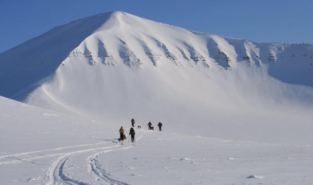 Image Ski sur les montagnes de l'arctique
