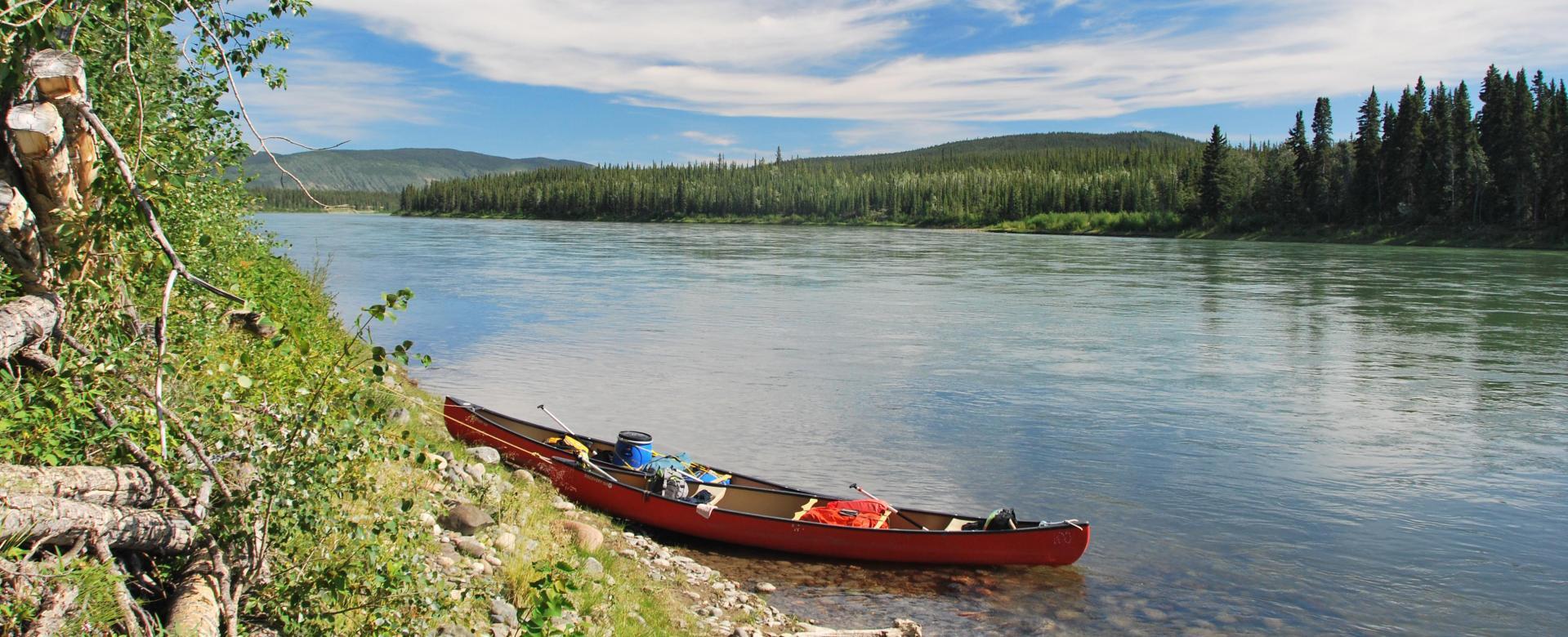 Voyage sur l'eau : Canot sur la yukon river