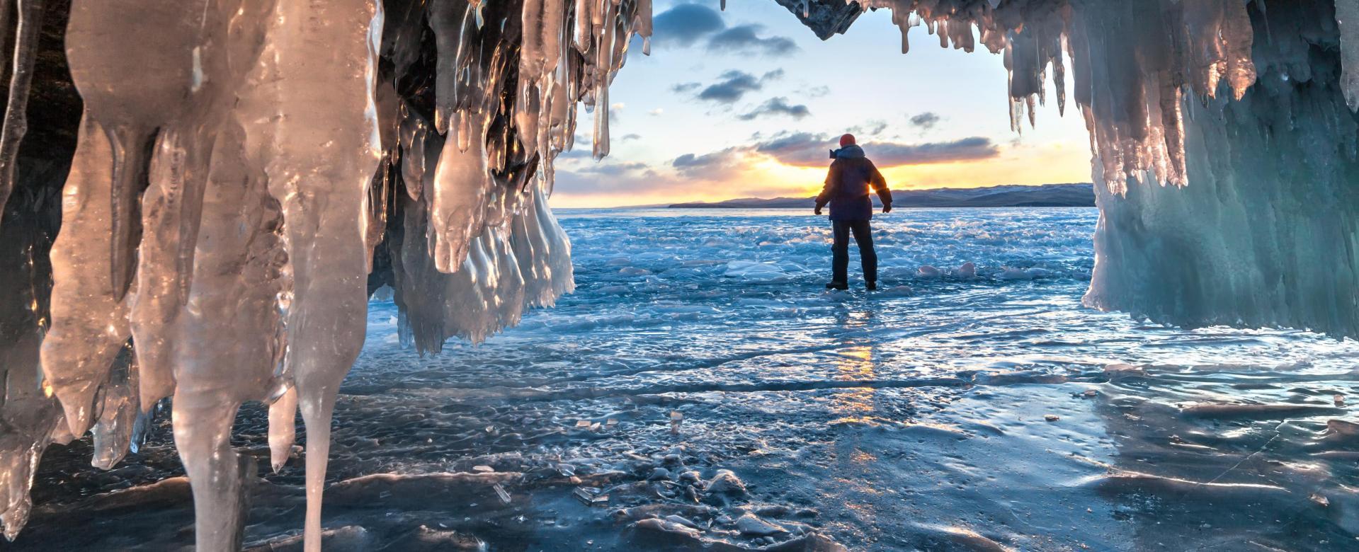 Voyage à la neige : Aventure au baïkal en hiver