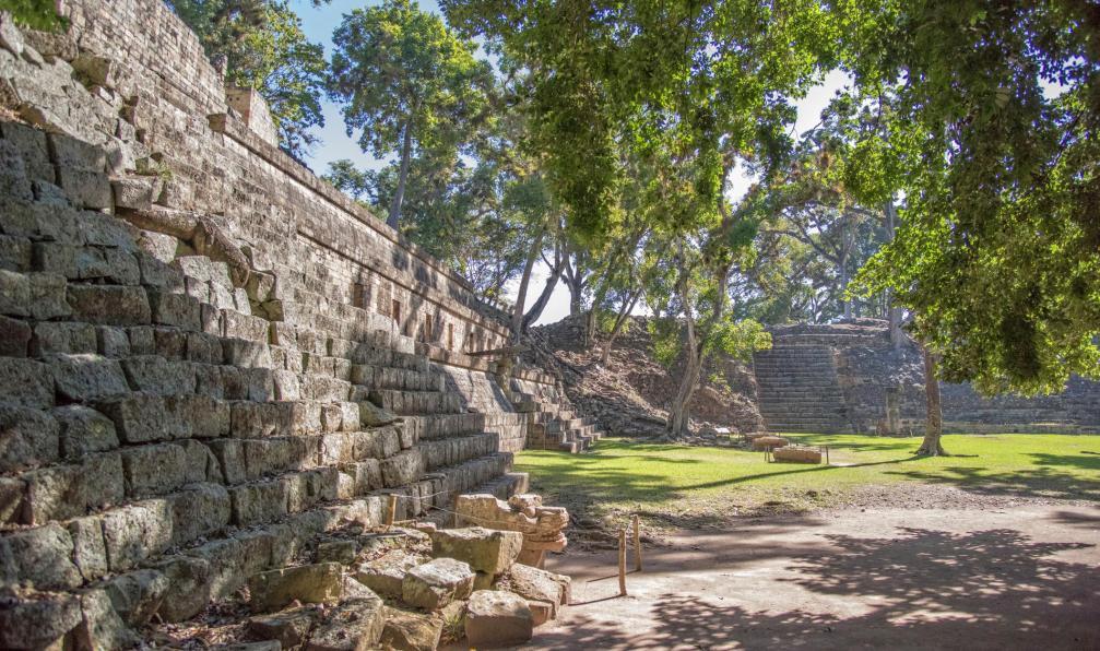 Image Terres mayas, volcans et caraïbes