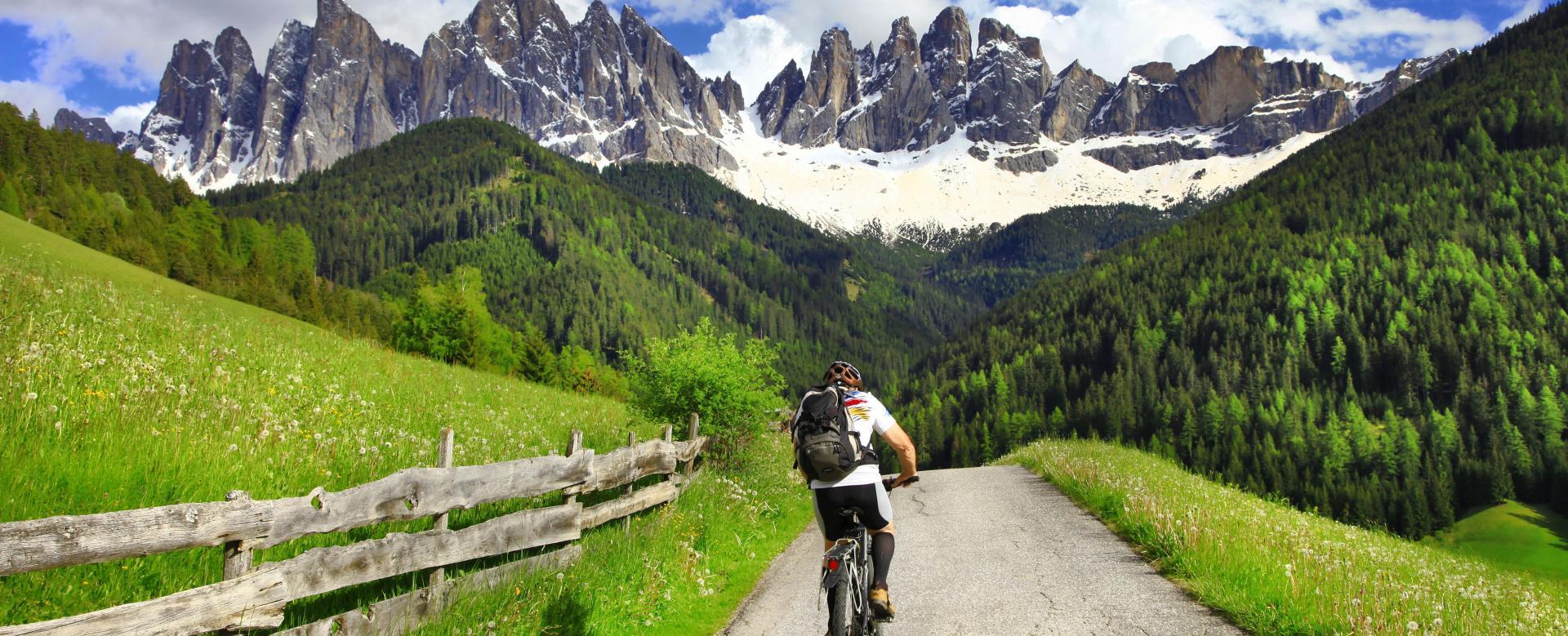 Voyage en véhicule : Les pistes des dolomites à vélo