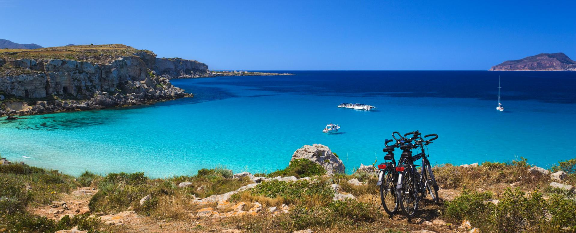 Voyage en véhicule : Les merveilles de sardaigne à vélo