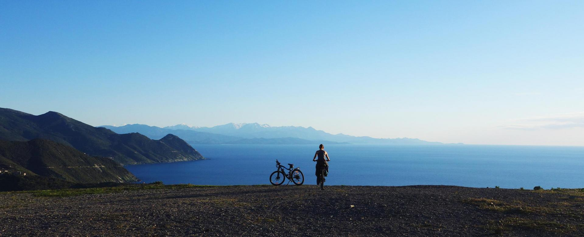 Voyage en véhicule : Le tour du cap corse à vélo