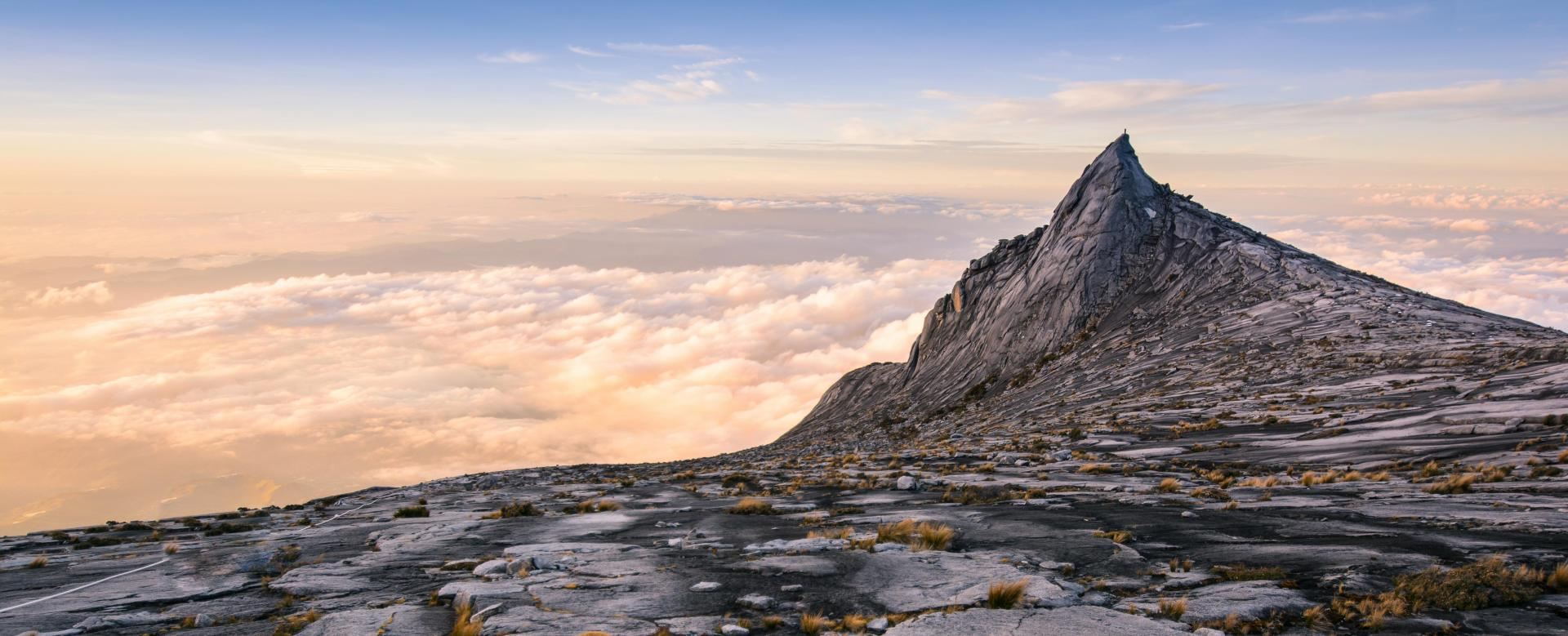 Voyage à pied : Mont kinabalu, toit de l\'asie du sud-est