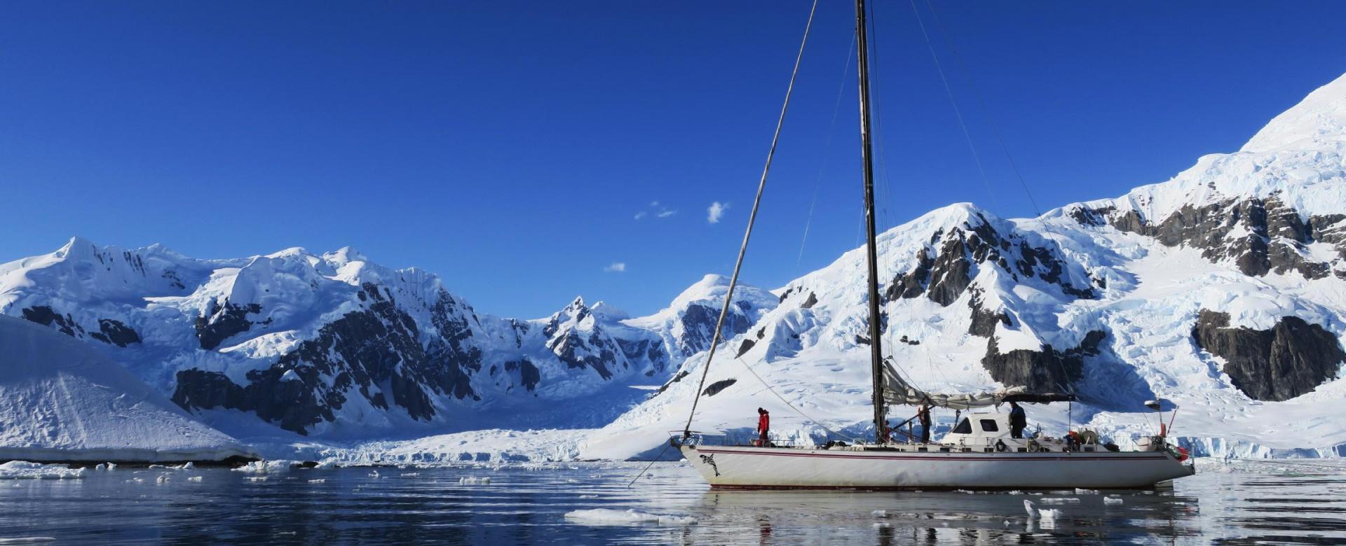 Voyage sur l'eau : A la voile en antarctique