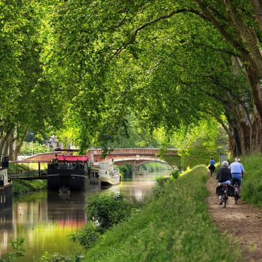 Le canal de la Garonne à vélo