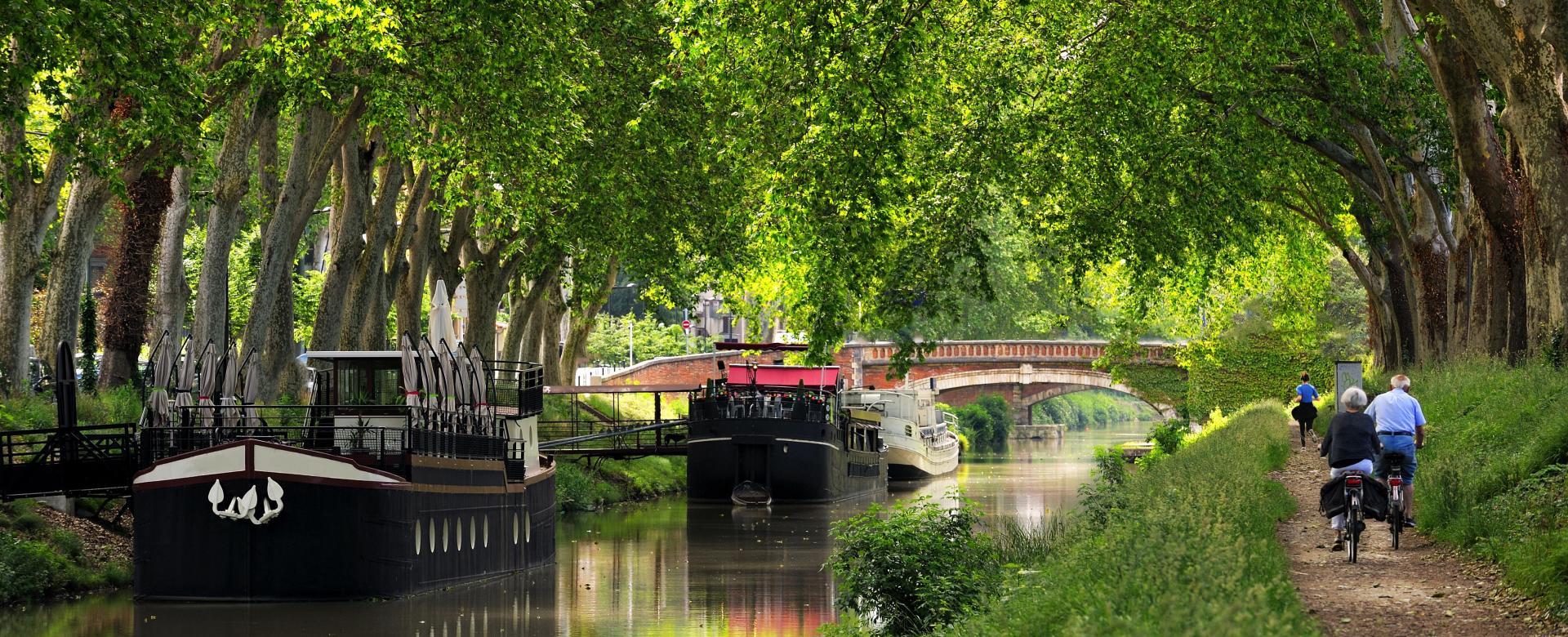 Voyage en véhicule : Le canal de la garonne à vélo