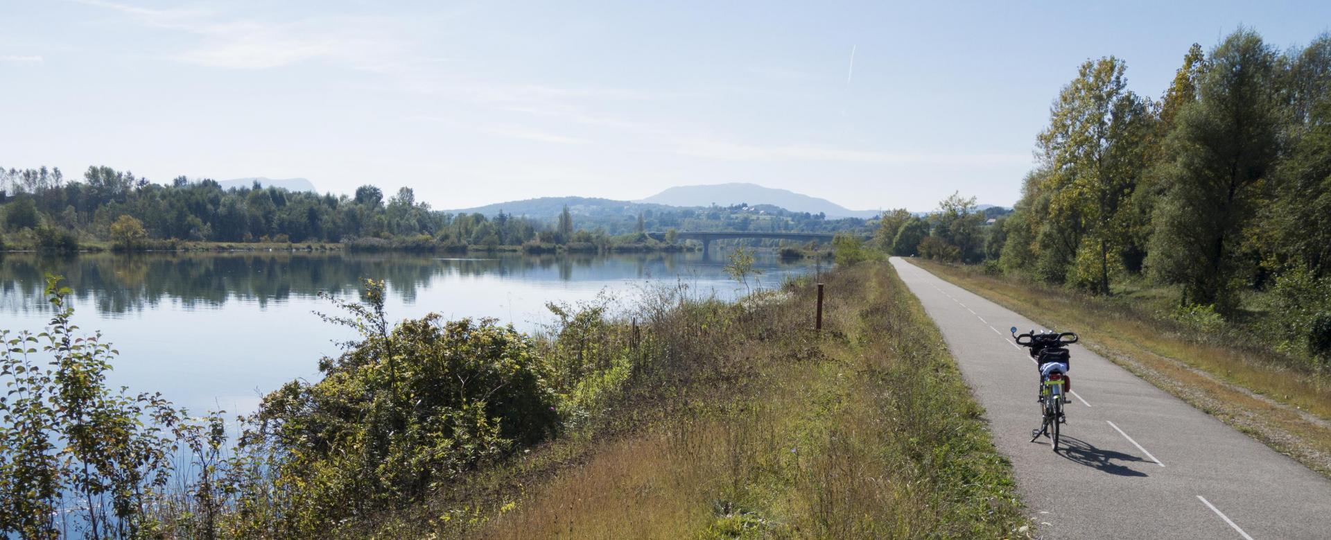 Voyage en véhicule France : La via rhôna à vélo : d'annecy à lyon
