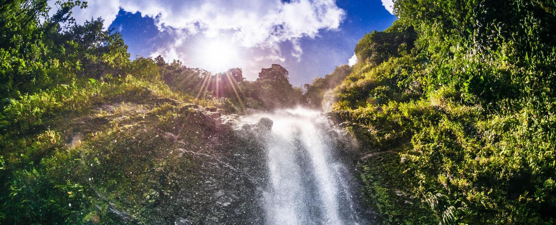 Voyage en véhicule : Karukera, l'île aux belles eaux