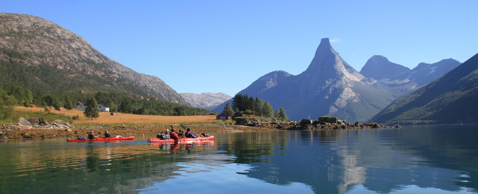 Voyage sur l'eau : Embarquement pour les fjords du nord