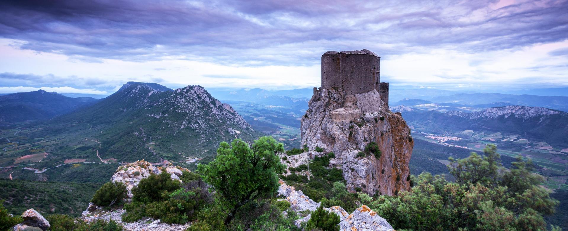 Voyage à pied : Secrets des châteaux cathares