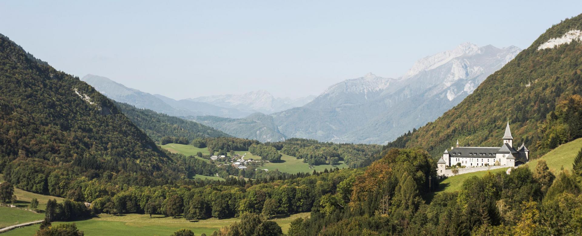 Voyage en véhicule : Traversée des alpes à vélo : de thonon à chambéry