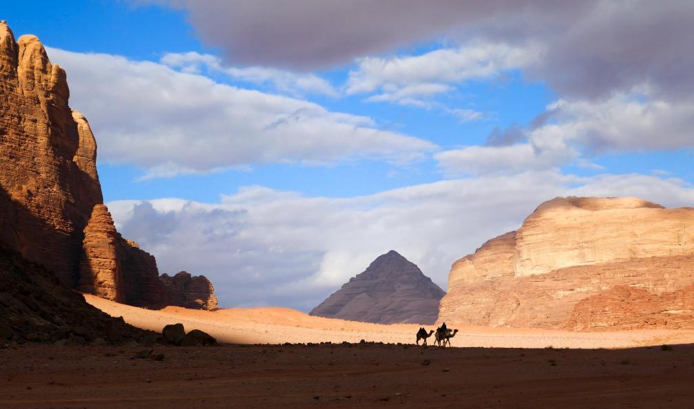 Image Du wadi rum à pétra par la vallée arc-en-ciel