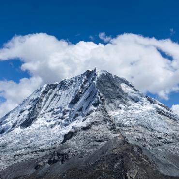 Cordillère Blanche, Ishinca et Tocllaraju (6032 m)