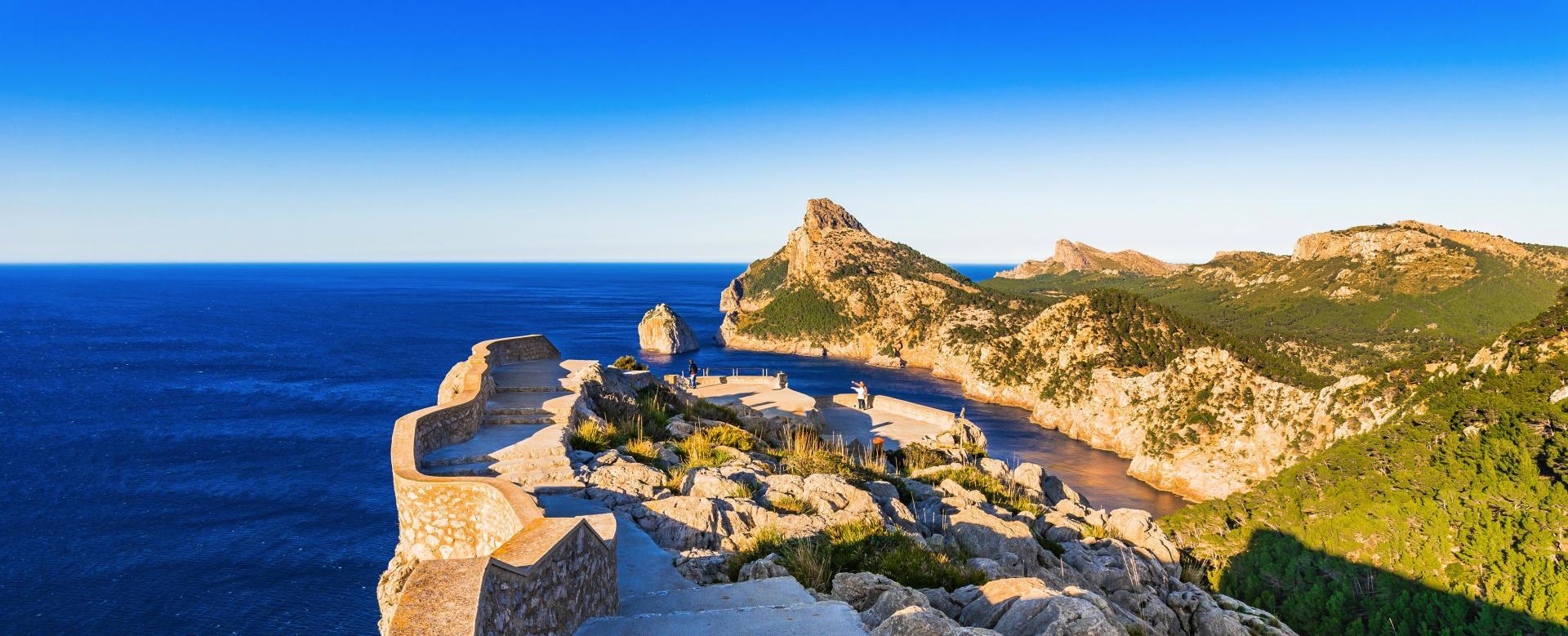 Voyage à pied : Entre mer et montagne, le trail de majorque
