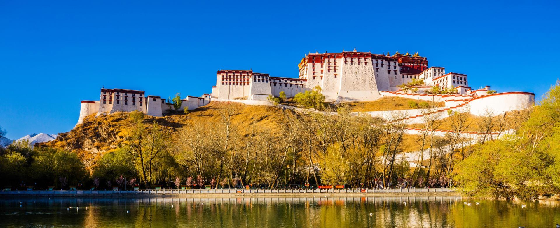 Voyage en véhicule : Le tibet à vélo, de lhassa au pied de l'everest