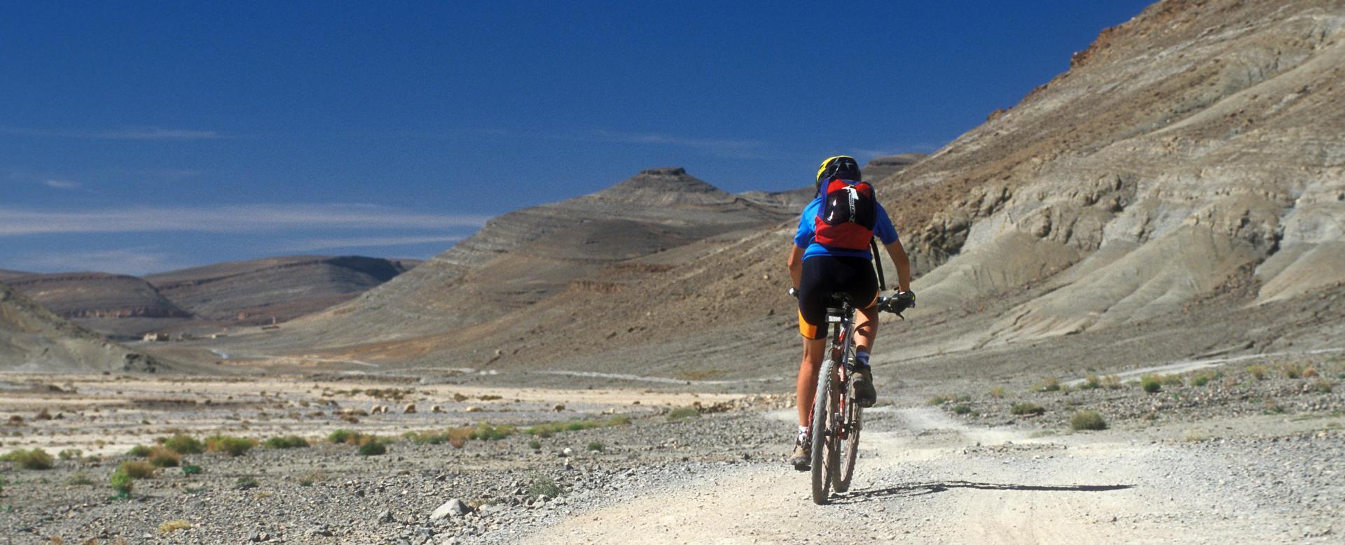 Voyage en véhicule Maroc : Vallée heureuse et m'goun à vélo