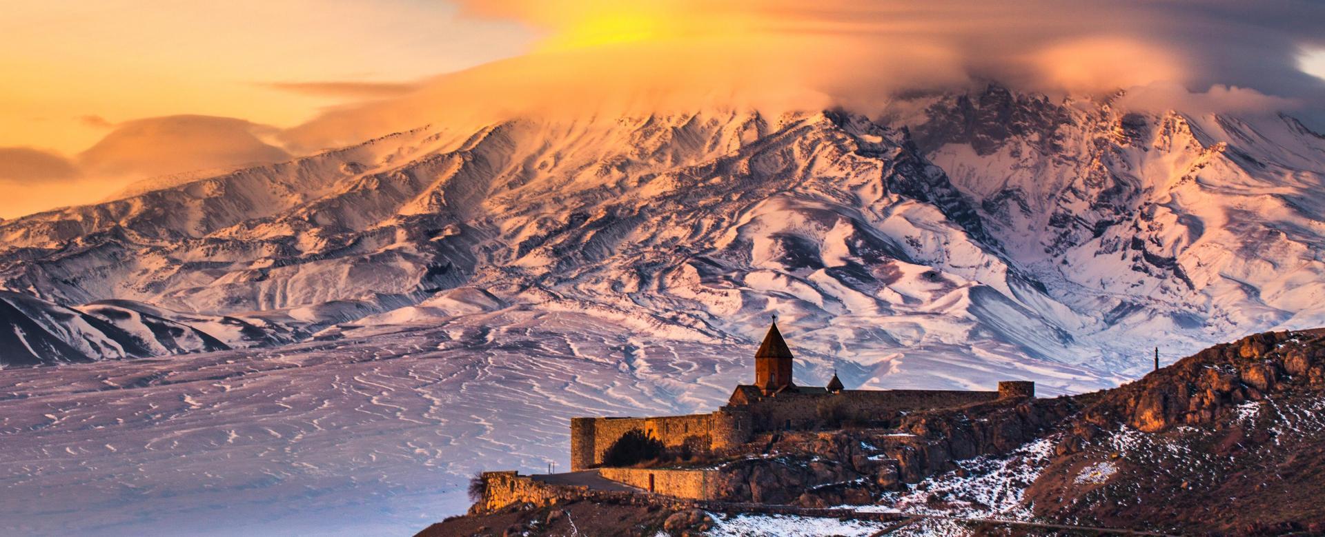 Voyage à pied : Les volcans d\'arménie à ski