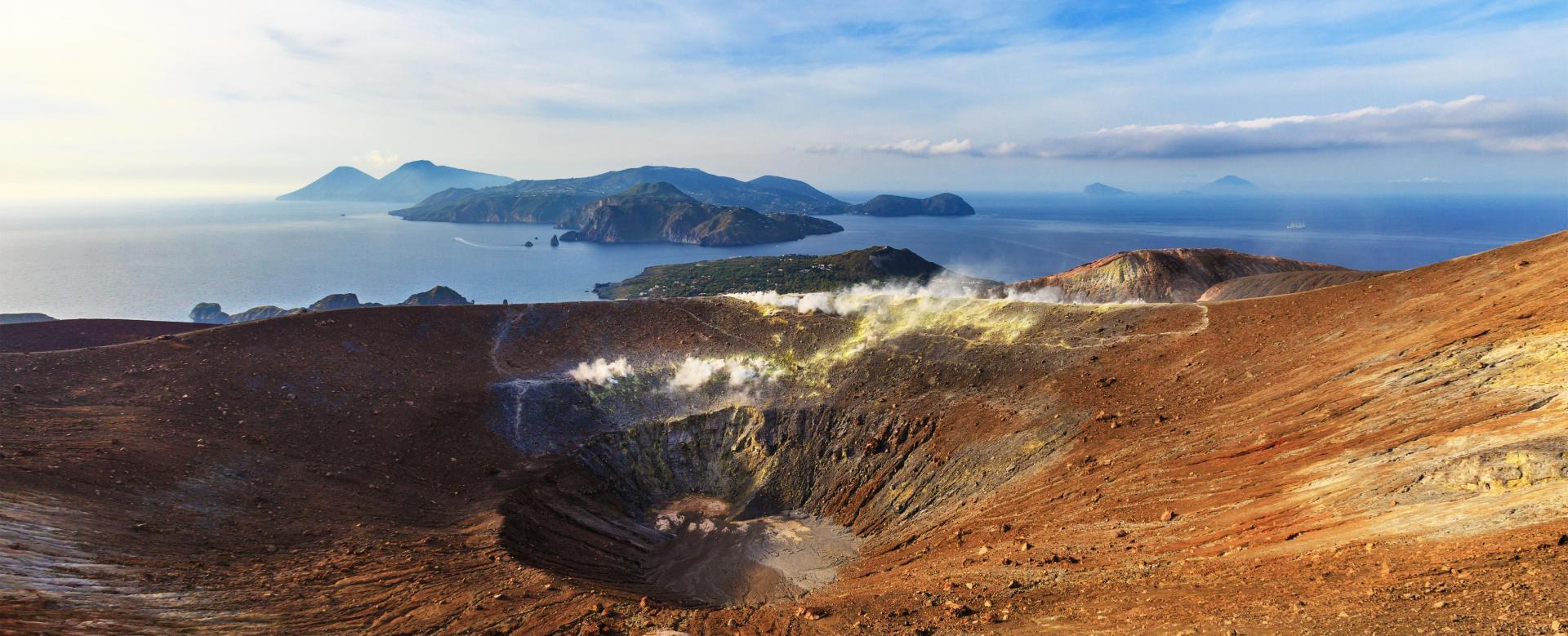 Voyage à pied : Les îles Éoliennes :  volcaniques eoliennes et etna