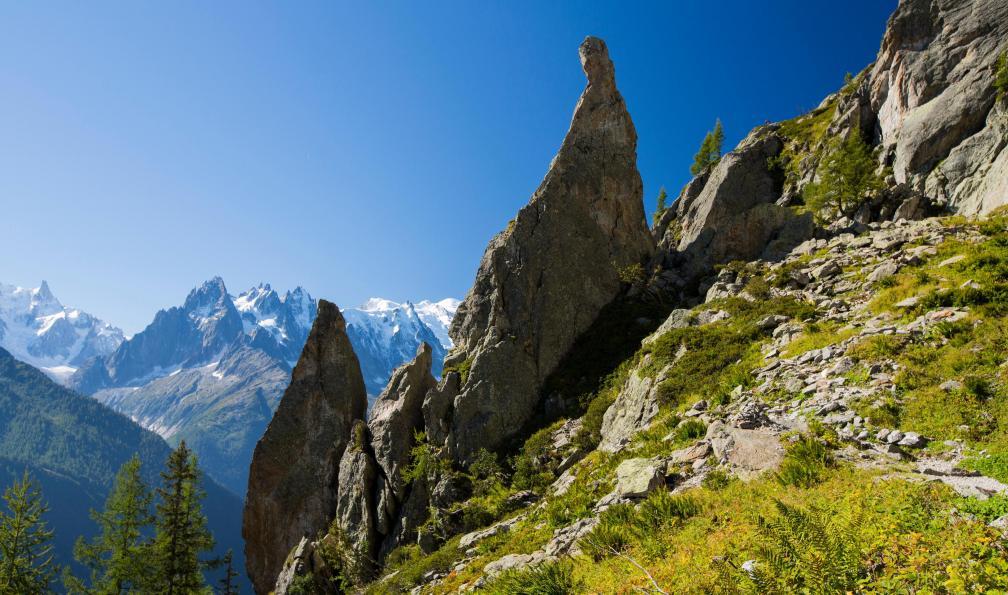 Image Névache, vallée etroite et mont thabor