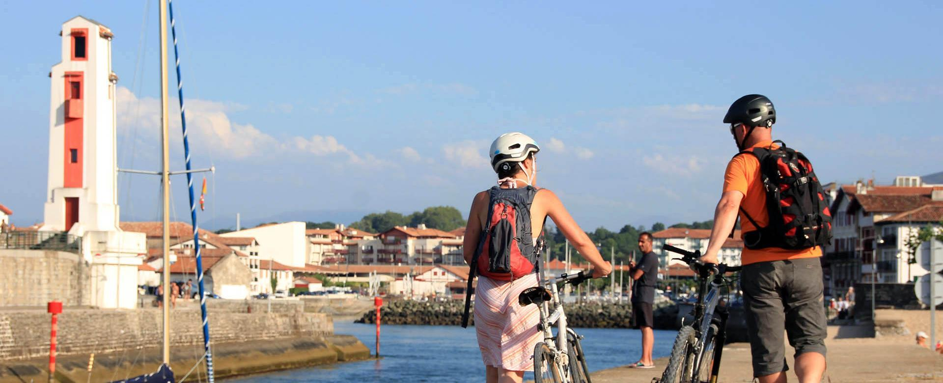 Voyage en véhicule France : Terres et côte basques à vélo