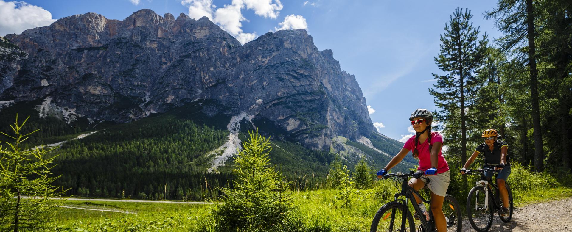 Voyage en véhicule : Les dolomites à vélo en famille
