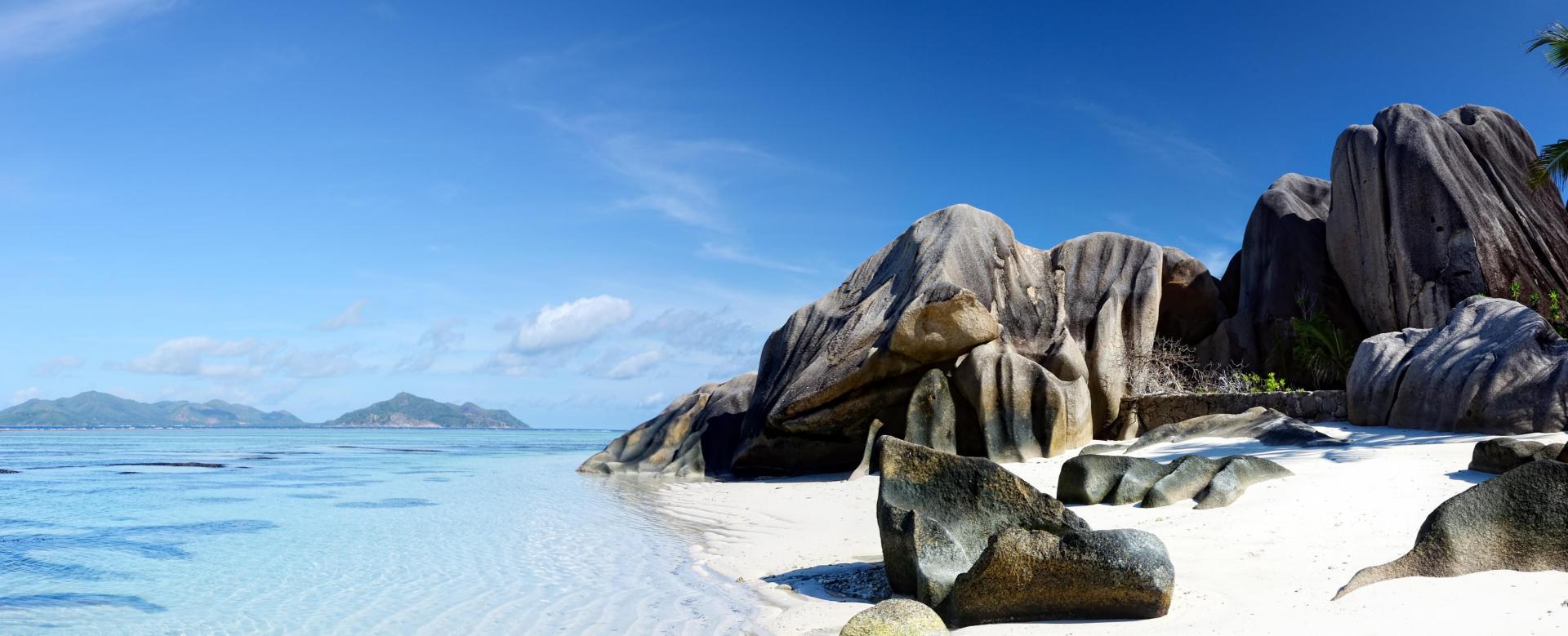 Voyage en véhicule : Rochers des seychelles