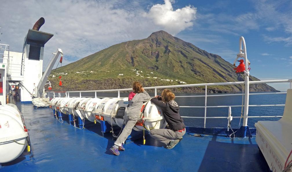 Image Trilogie volcanique de naples aux eoliennes