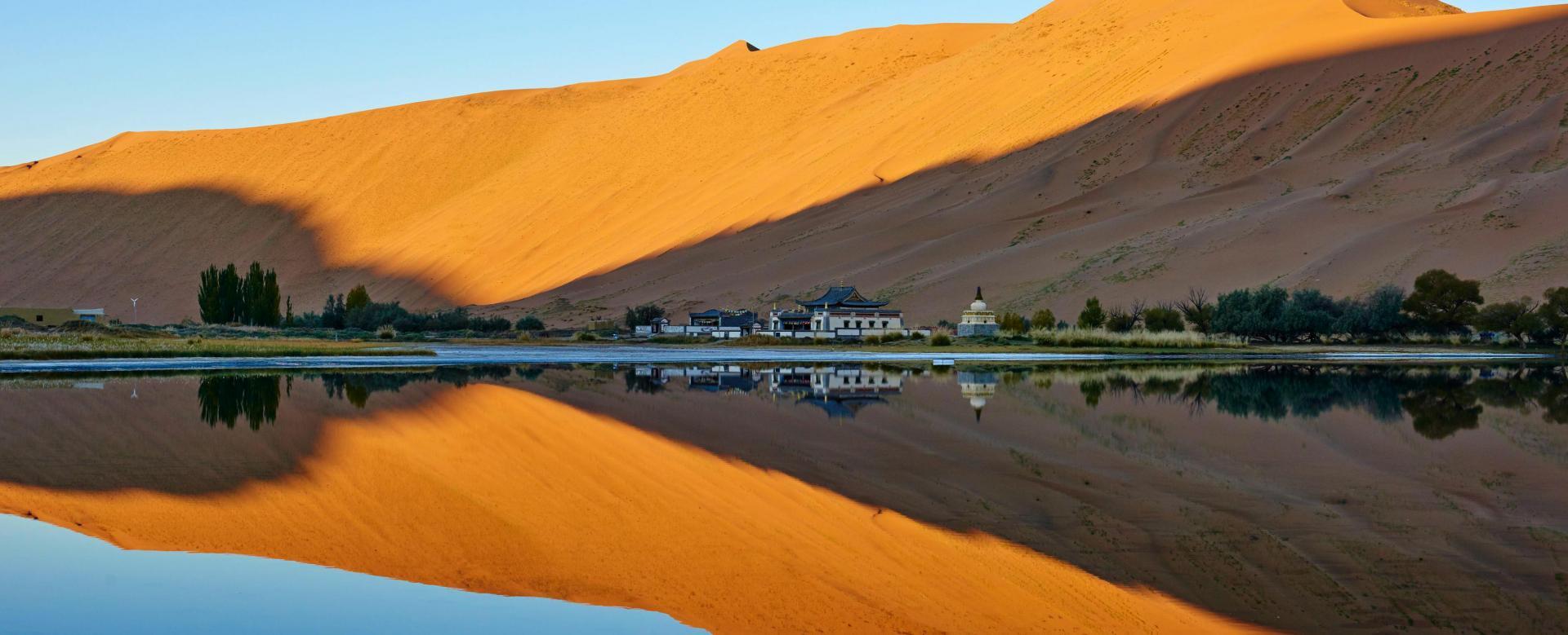 Voyage sur l'eau : Dans les dunes du désert de badain jaran