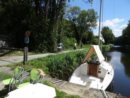 Image Le canal de nantes à brest à vélo